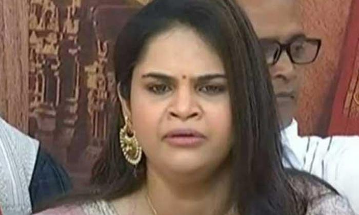 Comedian Vidyullekha Raman Comments About Netizens Trolls-ఆ ట్రోల్స్ నన్ను బాధించాయి.. ఎమోషనల్ అయిన విద్యుల్లేఖ..-Latest News - Telugu-Telugu Tollywood Photo Image-TeluguStop.com