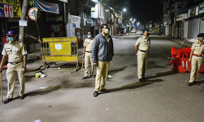 Night Curfew Enforced In 20 Cities In The State Of Gujarat-దేశంలోని ఆ 20 నగరాల్లో నైట్ కర్ఫ్యూ విధిస్తున్న అధికారులు.. ఎక్కడంటే.. -Breaking/Featured News Slide-Telugu Tollywood Photo Image-TeluguStop.com