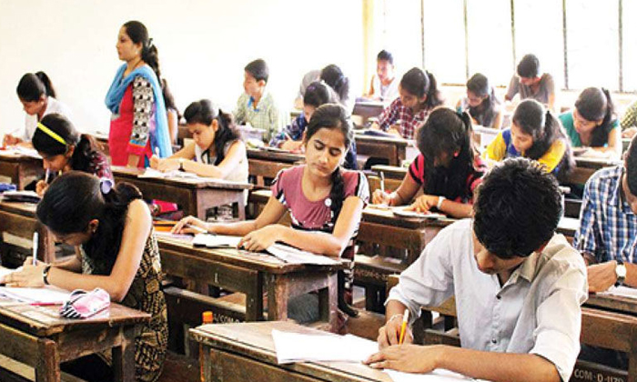 Question Paper Leak Incident In Polytechnic College-పాలిటెక్నిక్ కాలేజీలో కలకలం రేపుతున్న ప్రశ్నాపత్రం లీక్ ఘటన.. -Breaking/Featured News Slide-Telugu Tollywood Photo Image-TeluguStop.com