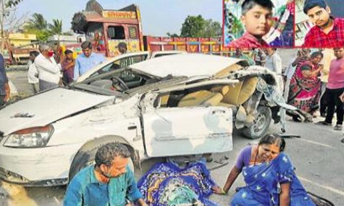 Terrible Road Accident The Head Of A Severed Young Man-రోడ్దు ప్రమాద రూపంలో వెంటాడిన మృత్యువు.. తెగిపడిన తల.. -Breaking/Featured News Slide-Telugu Tollywood Photo Image-TeluguStop.com