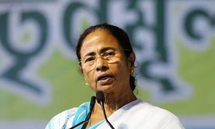 Bengal Cm Mamata Benerjee Fires On Narendra Modi-నరేంద్ర మోదీ పై నిప్పులు జిమ్ముతున్న మమతా బెనర్జీ.. -Breaking/Featured News Slide-Telugu Tollywood Photo Image-TeluguStop.com