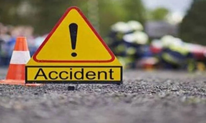 Terrible Road Accident In Mexico-మెక్సికోలో ఘోర రోడ్డు ప్రమాదం.. పెద్ద మొత్తంలో ప్రాణాలు కోల్పోయిన కార్మికులు.. -Breaking/Featured News Slide-Telugu Tollywood Photo Image-TeluguStop.com