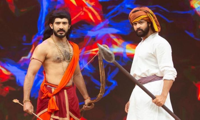 Netizens Trolling Ravi And Sohel About Rrr Movie Getups-రవిని ట్రోల్ చేస్తున్న నెటిజన్లు.. బుడబుక్కలోడిలా ఉన్నావంటూ..-Latest News - Telugu-Telugu Tollywood Photo Image-TeluguStop.com