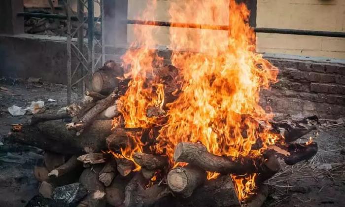 Non-stop Covid Corpses Cremation In Guntur !!-TeluguStop.com