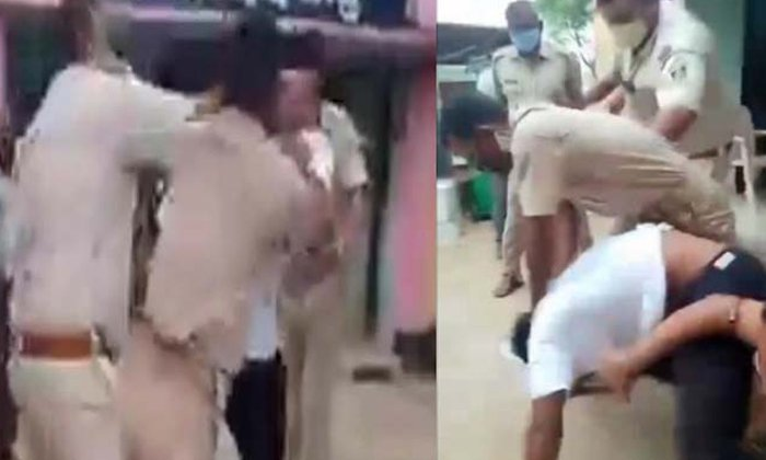 Police Crushed The Young Man For Not Wearing A Mask-యువకుడి పై పోలీసుల దౌర్జన్యం.. మాస్కు ధరించలేదని.. -Breaking/Featured News Slide-Telugu Tollywood Photo Image-TeluguStop.com
