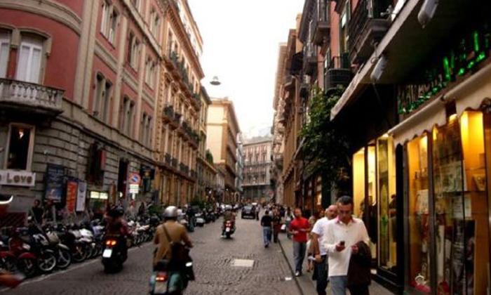 Anti Lockdown Protests Continue Across Italy Corona Cases-వైరల్: లో దుస్తులతో నిరసన చేస్తున్న ప్రజలు.. అసలు మ్యాటరేంటంటే..-General-Telugu-Telugu Tollywood Photo Image-TeluguStop.com