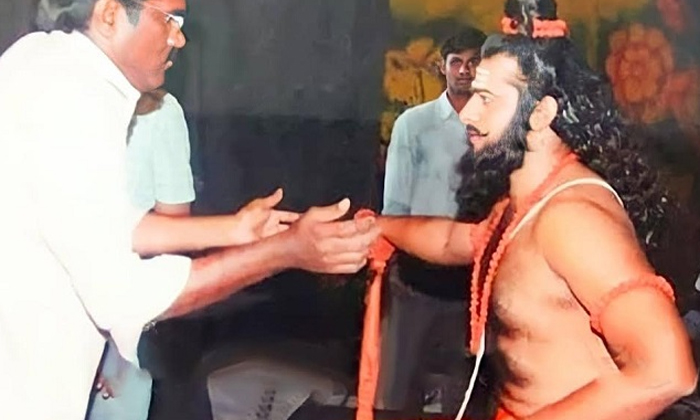 Prabhas Vishwamitra Getup Photos Viral In Social Media-విశ్వామిత్రుడి గెటప్ లో ఉన్న ప్రభాస్.. ఫోటో వైరల్..-Latest News - Telugu-Telugu Tollywood Photo Image-TeluguStop.com