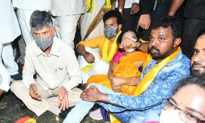 Stone Attack On Chandrababu Sabha-చంద్రబాబు సభపై రాళ్ల దాడి..-Political-Telugu Tollywood Photo Image-TeluguStop.com