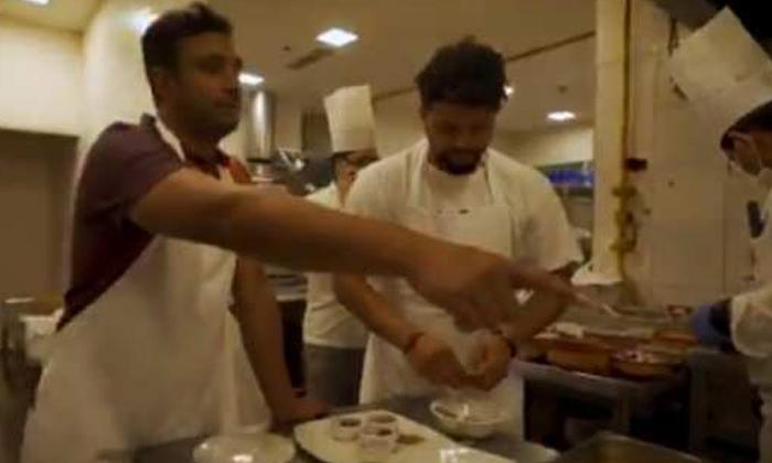 Cricketers Suresh Raina Ambati Rayudu Cooking Biryani-వీడియో వైరల్… బిర్యాని వండుతూ సందడి చేసిన రాయుడు, రైనా-General-Telugu-Telugu Tollywood Photo Image-TeluguStop.com