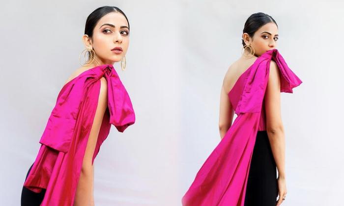 Tollywood Actress Rakul Singh Sizzling Poses-telugu Actress Hot Photos Tollywood Actress Rakul Singh Sizzling Poses - Te High Resolution Photo