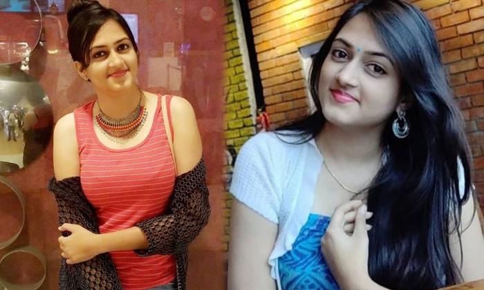 Tollywood Singer And Actress Harika Narayan Captivating Images - Telugu Harika Narayan Amazing Pics Awesome Poses Beaut High Resolution Photo