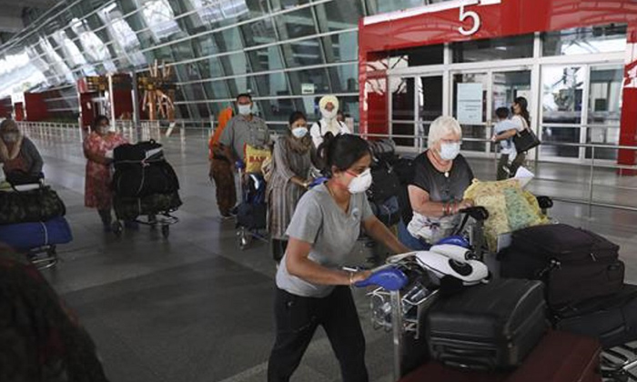 Telugu America, Americans, Ban On Travel, Cdc, Fully Vaccinated Americans Can Travel With Low Risk Says Cdc, Low Risk, Restrictions, Vaccinated Americans, Vaccinated Americans Can Travel-Telugu NRI