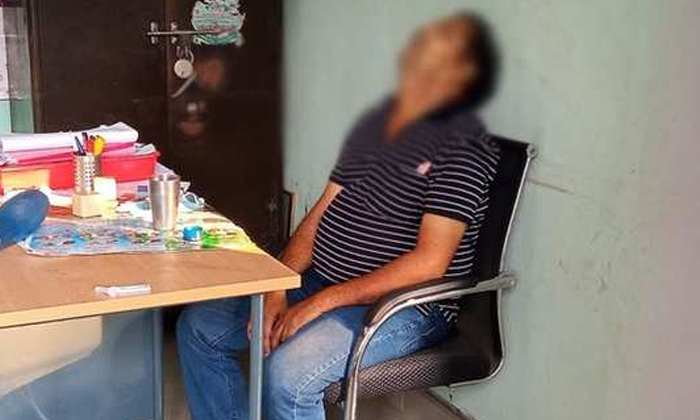 Village Secretary Death Heartbreaking Incident In Ap-కలిచి వేస్తున్న గ్రామ కార్యదర్శి మరణం.. ఏపీలో హృదయవిదారక ఘటన.. -Breaking/Featured News Slide-Telugu Tollywood Photo Image-TeluguStop.com