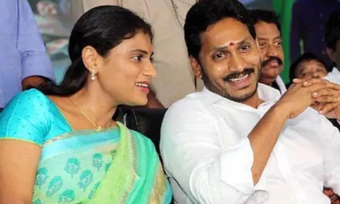 Discution About Ys Vijayamma Support On Sharmila Party-విజయమ్మ సహకారంపైనే అసలు రాజకీయం షర్మిలకు మద్దతు వెనుక -Political-Telugu Tollywood Photo Image-TeluguStop.com