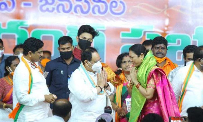 Senior Actor Hema Join In Bjp-వైసీపీ ని విడి బీజేపీలో చేరిన ప్రముఖ నటి..-Political-Telugu Tollywood Photo Image-TeluguStop.com