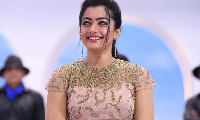 What Did Rashmi Want To Be Before She First Became A-రష్మిక మొదట హీరోయిన్ కాకముందు ఏం అవాలనుకుందంటే-Gossips-Telugu Tollywood Photo Image-TeluguStop.com