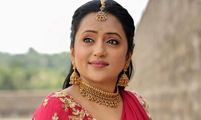 Suma Kanakala Singing Anchor Ravi Fell Down In Big Celebrity Challenge Show-TeluguStop.com