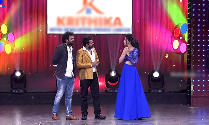 Hyper Aadi Punches On Varsha In Sridevi Drama Company Show-TeluguStop.com