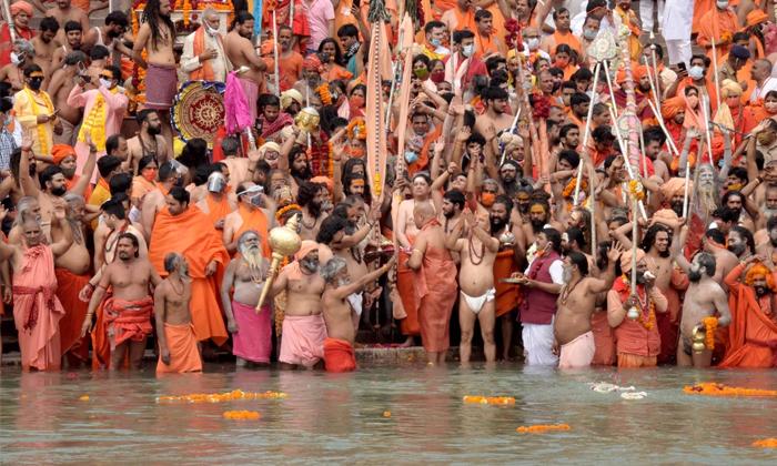 Corona Tension In Haridwar Kumbhmela-హరిద్వార్ లో కరోనా టెన్షన్..-General-Telugu-Telugu Tollywood Photo Image-TeluguStop.com