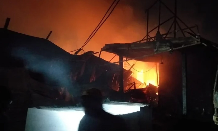 Great Fire In The National Capital Delhi-దేశ రాజధాని ఢిల్లీలో ఘోర అగ్ని ప్రమాదం.. సంభవించిన భారీ నష్టం.. -Breaking/Featured News Slide-Telugu Tollywood Photo Image-TeluguStop.com