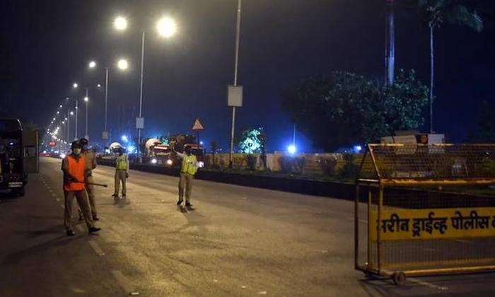 Corona Effect In Up The Three Citys In Night Curfew-ఉత్తరప్రదేశ్ రాష్ట్రంలో ఆ మూడు నగరాల్లో నైట్ కర్ఫ్యూ..-General-Telugu-Telugu Tollywood Photo Image-TeluguStop.com