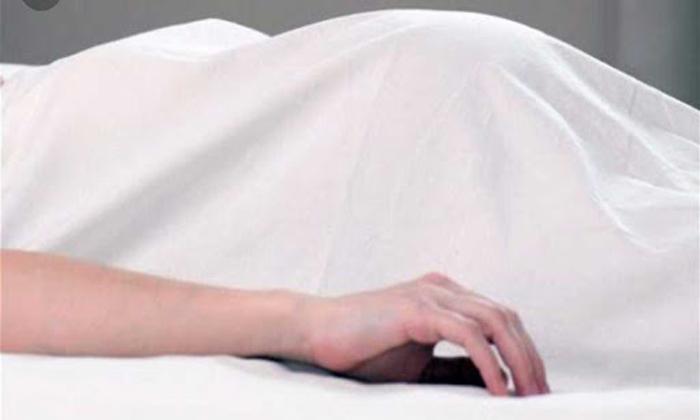 Drunken Father Murdered Pregnant Daughter In Karnataka-మద్యం మత్తులో తండ్రి ఘాతుకం.. గర్భిణిగా ఉన్న కూతురిని దారుణంగా.. -Breaking/Featured News Slide-Telugu Tollywood Photo Image-TeluguStop.com