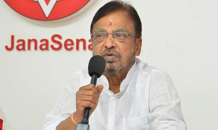 Former Mlc Madasu Gangadharam Resigns Janasena Party-ప్రజలు ఆశించినట్టు జనసేన పని చేయడం లేదని కీలక వ్యాఖ్యలు చేసిన ఆ పార్టీ నేత.. -Breaking/Featured News Slide-Telugu Tollywood Photo Image-TeluguStop.com