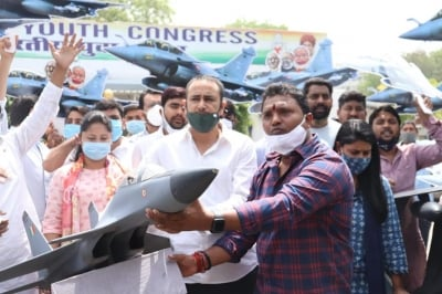 IYC Protests Against Alleged Corruption In Rafale Deal-Latest News English-Telugu Tollywood Photo Image-TeluguStop.com