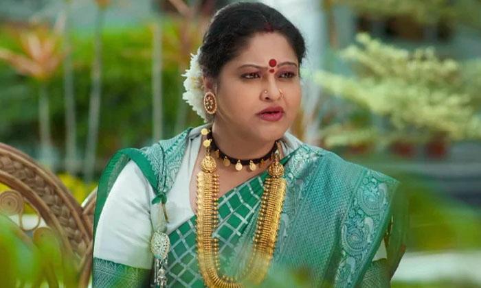 Tollywood Celebs Who Are Acting In Tv Serials-వెండితెర మీద ఒక వెలుగు వెలిగి ఇప్పుడు సీరియల్స్ లో నటిస్తున్ననటులు-Latest News - Telugu-Telugu Tollywood Photo Image-TeluguStop.com