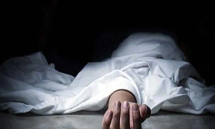 Bank Manager Commits Suicide Due To Work Stress-పని ఒత్తిడిని తట్టుకోలేక దారుణానికి తెగబడిన బ్యాంకు మేనేజర్.. -Breaking/Featured News Slide-Telugu Tollywood Photo Image-TeluguStop.com