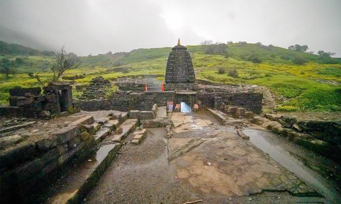 Mystery Of Dooms Day Kedareshwar Temple In Harishchandragad-ఈ ఆలయంలోని నాలుగో స్తంభం విరిగితే యుగాంతమే-Latest News - Telugu-Telugu Tollywood Photo Image-TeluguStop.com