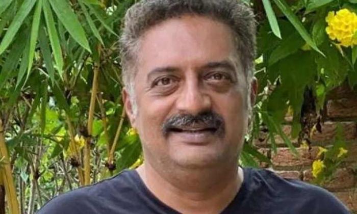 Prakash Raj Acted As Father To Elder Heros-TeluguStop.com