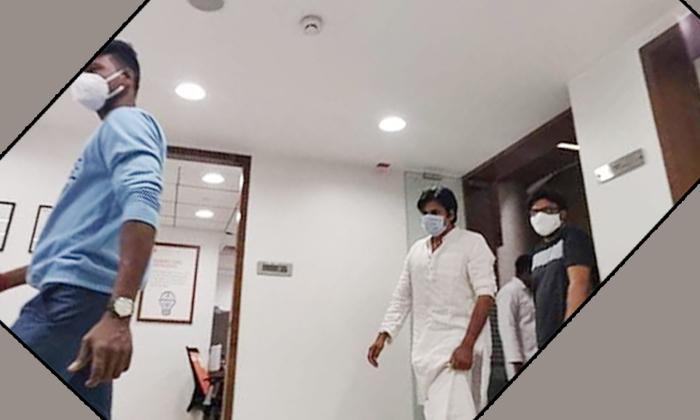 Pawan Kalyan Goes For Covid 19 Test In Hyderabad Private Hospital-పవన్ కళ్యాణ్కి కరోనా టెస్ట్.. రిజల్ట్ ఏంటంటే-Latest News - Telugu-Telugu Tollywood Photo Image-TeluguStop.com