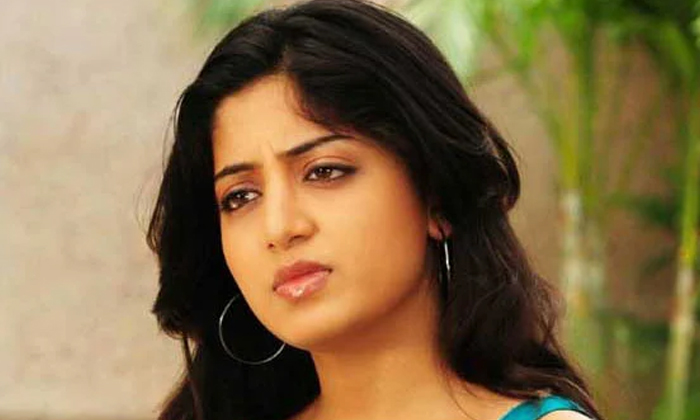 Poonam Kaur Did Not Wish For Ugadi And Wish For Ramadan-పూనమ్ కౌర్ ను ట్రోల్ చేస్తున్న నెటిజన్లు.. కారణమిదే..-Latest News - Telugu-Telugu Tollywood Photo Image-TeluguStop.com