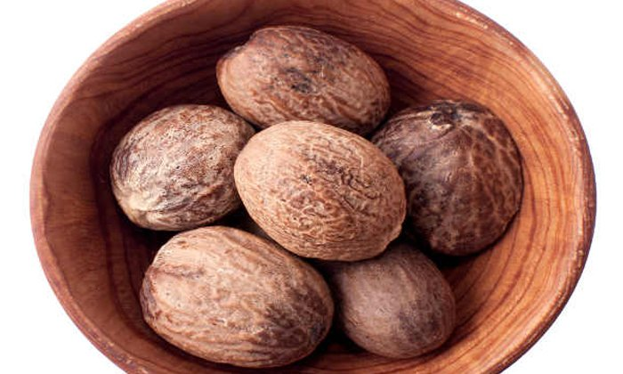 Nutmeg Helps To Reduce Bad Breath-నోటి దుర్వాసన వేధిస్తోందా..అయితే జాజికాయే బెస్ట్ అప్షన్-Latest News - Telugu-Telugu Tollywood Photo Image-TeluguStop.com