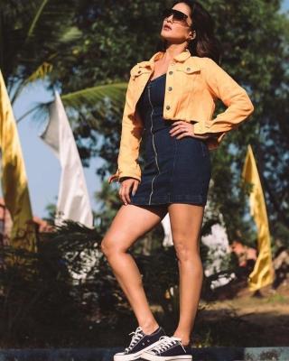 Sun-kissed Sunny Spreads Warmth On The Web-Cinema/ShowBiz News-Telugu Tollywood Photo Image-TeluguStop.com