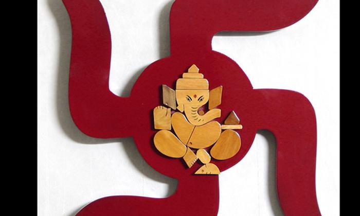 What Is The Significance Of The Swastika Symbol-పుట్టు వెంట్రుకలు తీసే సమయంలో స్వస్తిక్ గుర్తు ఎందుకు వేస్తారో తెలుసా-Latest News - Telugu-Telugu Tollywood Photo Image-TeluguStop.com