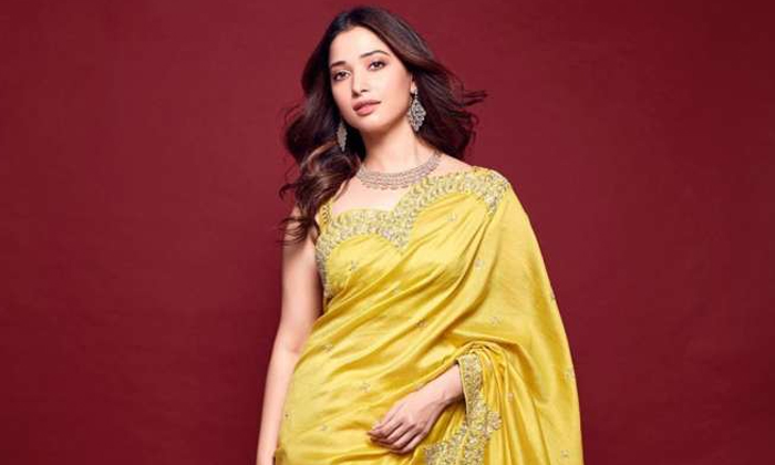 Do You Know The Price Of This Dress Worn By-తమన్నా వేసుకున్న ఈ డ్రెస్ ధర ఎంతో తెలుసా-Gossips-Telugu Tollywood Photo Image-TeluguStop.com