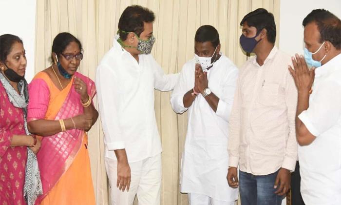 Telangana Lingojiguda Bjp Leaders Not Care On Bandi Sanjay-బండి'ని పట్టించుకోని బీజేపీ నేతలు కేటీఆర్ తో భేటీ-Political-Telugu Tollywood Photo Image-TeluguStop.com