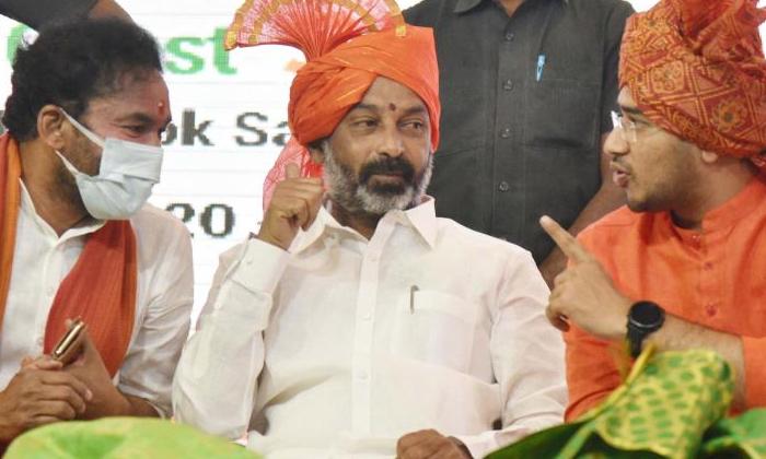 Politically Focused Sharmila Is This The Real Strategy-రాజకీయంగా ఫోకస్ అవుతున్న షర్మిల..అసలు వ్యూహం ఇదే-Latest News - Telugu-Telugu Tollywood Photo Image-TeluguStop.com