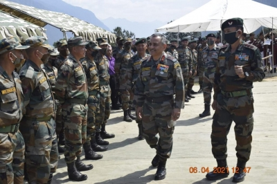 Top Army Officer Visits Forward Locations In Arunachal-Latest News English-Telugu Tollywood Photo Image-TeluguStop.com