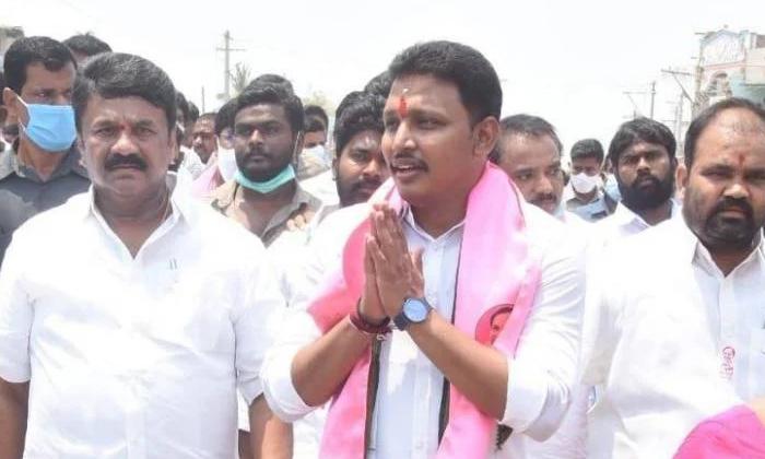 Trs Candidate Who Exercised His Right To Vote In Nagarjunasagar By Election Polling-నాగార్జునసాగర్ ఉప ఎన్నికల పోలింగ్ లో ఓటు హక్కు వినియోగించుకున్న టిఆర్ఎస్ అభ్యర్థి..-Political-Telugu Tollywood Photo Image-TeluguStop.com