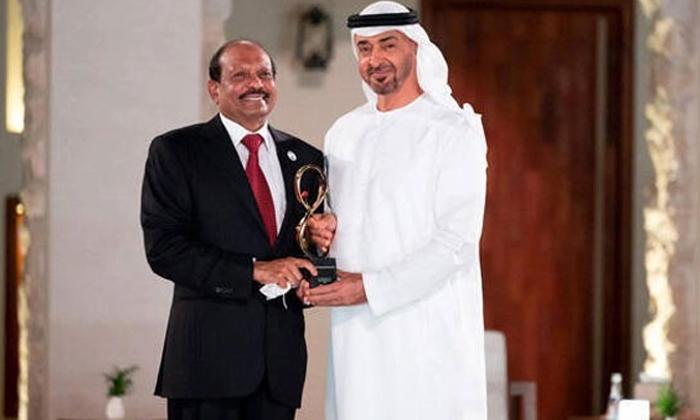 Indian Business Tycoon Yusuffali Honoured With Top Civilian Award In Abu Dhabi-మీ వల్ల యూఏఈ శక్తివంతం: భారతీయ వ్యాపారవేత్తకు అబుదాబీ అత్యున్నత పురస్కారం-Latest News - Telugu-Telugu Tollywood Photo Image-TeluguStop.com