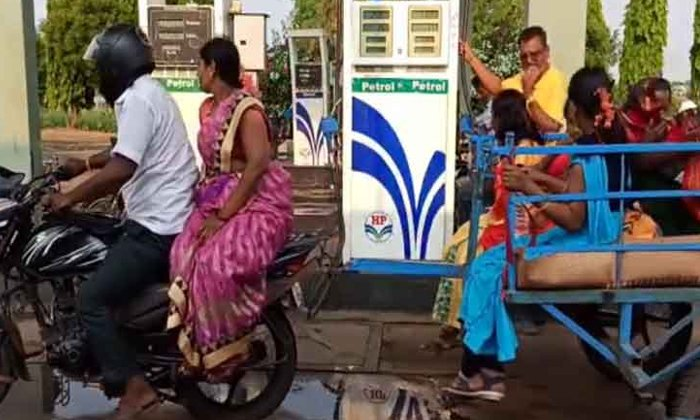 Viral Trolley To Bike Like Train-వైరల్ : రైలుబోగీలా బైక్ కి ట్రాలీ..-General-Telugu-Telugu Tollywood Photo Image-TeluguStop.com