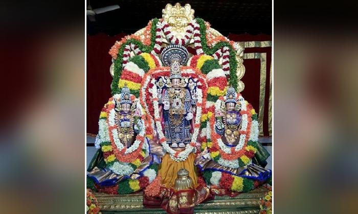If Unmarried People Visit Srinivasamangapuram Swami Wedding Clocks Will Come Close-TeluguStop.com