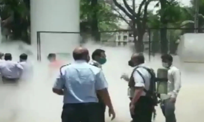 1000 Kiloliters Of Oxygen Leaked In Vijayawada Railway Hospital-TeluguStop.com