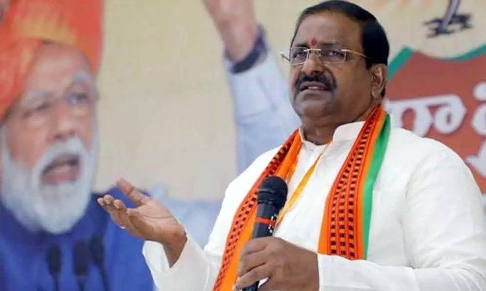 Ap Bjp Leaders Failed To Persuade The Central Government In The Corona Case To Help The Ap-మీకు బాధ్యత లేదా ఏపీ బీజేపీ నేతలెక్కడ -Political-Telugu Tollywood Photo Image-TeluguStop.com