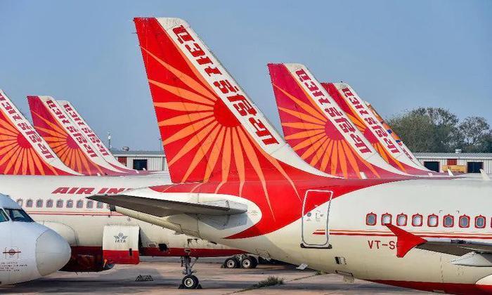 Airindia Pilots Demand For Corona Vaccination-వ్యాక్సిన్ కోసం పైలట్ల డిమాండ్.. విమానాలు నడపమంటున్న పైలట్ల సంఘం..-General-Telugu-Telugu Tollywood Photo Image-TeluguStop.com