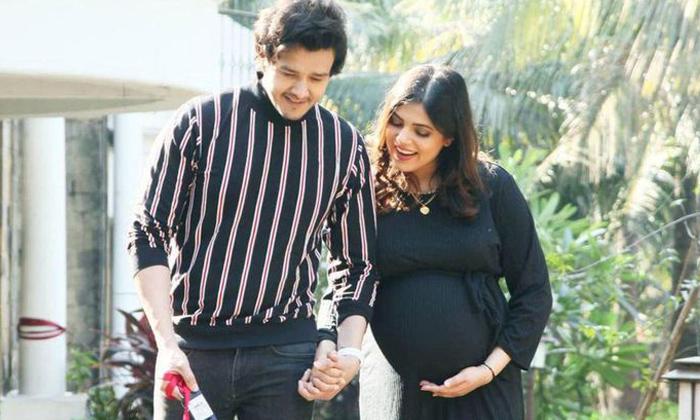 Actor Aniruddh Dave Wife Travels Visit Him Hospital-TeluguStop.com