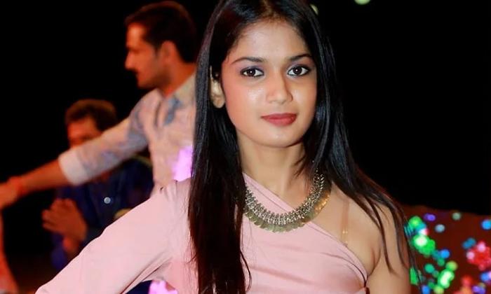 Ariyana Bridal Getup Photos Goes Viral In Social Media-TeluguStop.com